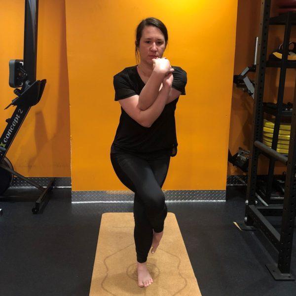 Yoga Bikram - Garundasana Eagle Pose