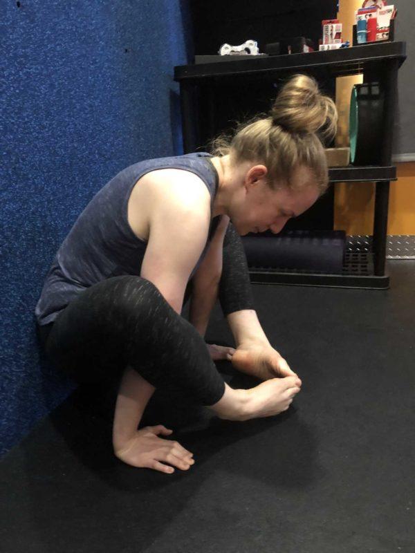 Yoga Iyengar - Shoulder Pressing Posture - Bhujapidasana